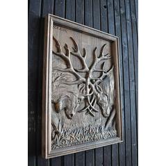 drevorezba súboj jeleňov