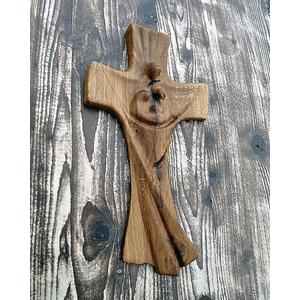 Drevený krížik vyrezávaný